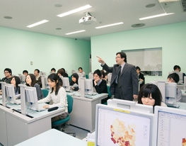 Scene of a classroom where computers are used