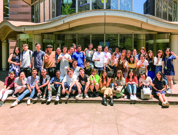 Japanese students and international students from the 3 departments in the Faculty of Global Studies form teams to carry out a 'Global Project'.
