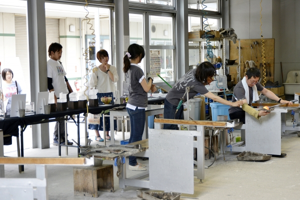 Working with glass (Department of Industrial, Interior and Craft Design)