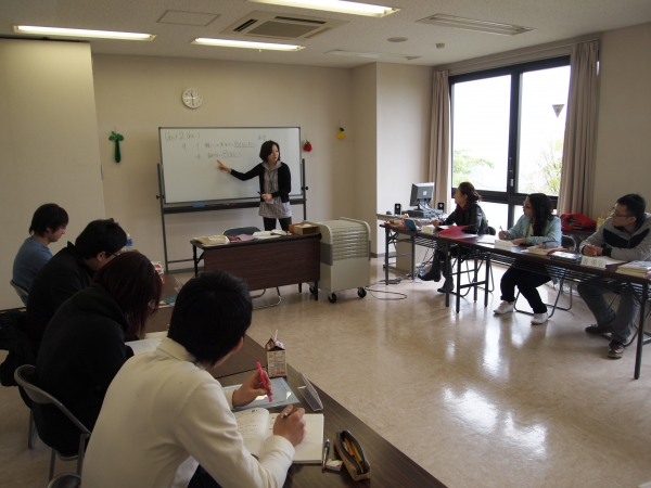 Students can study Japanese language at various levels in the General Japanese Course.