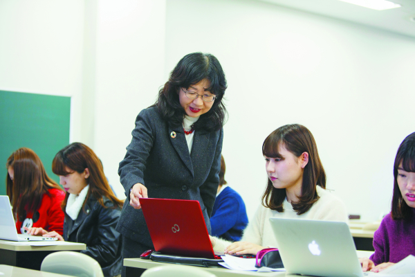 Students also participate in advanced courses such as information processing.