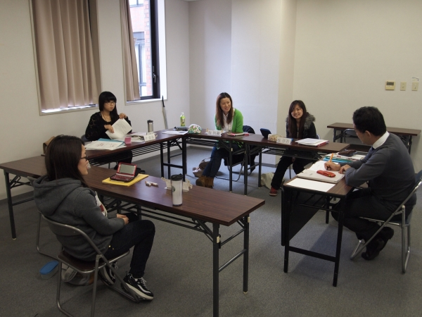 In the Graduate School Course, lessons are conducted in small groups to give personal attention to all students.